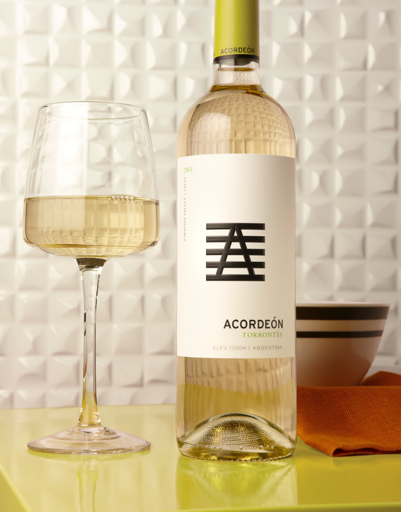 Acordeón Wine Packaging Design & Logo Torrontés