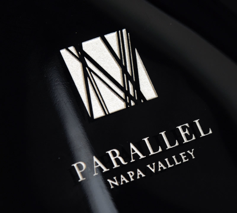 Parallel Aprés Port Packaging Design & Logo Bottle Detail