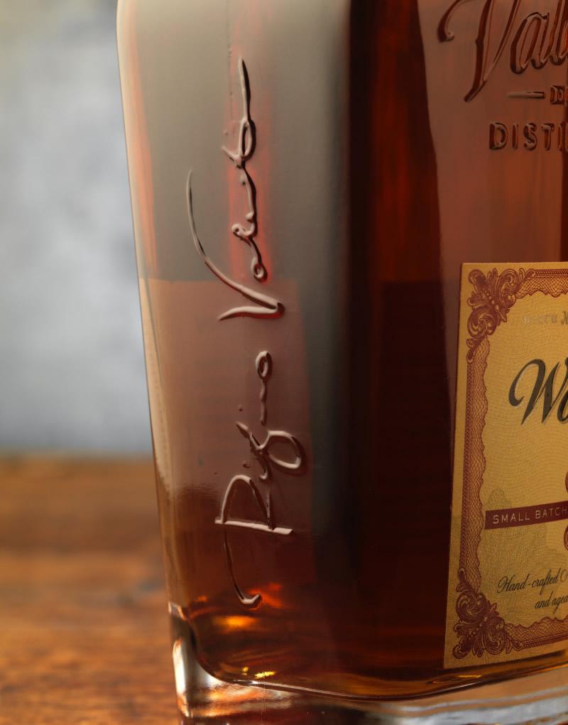 Woodward Bourbon Packaging Design & Logo Bottle Detail